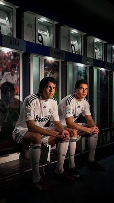 Kaká e Ronaldo First Football, Football Love, World Football, Football Boots, Real Madrid Club, Real Madrid Wallpapers, Ronaldo Wallpapers, Madrid Football Club