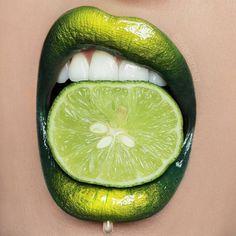 @vladamua used XENON + NEON shadows for this badass lip mixture!!  Check…