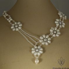 I LOVE THIS DESIGN!!  COULD ALSO BE DONE IN SQUARE BEADED MOTIF COMPONENTS - I ESP LOVE THE WAY IT HAS A BOX-BEADED CHAIN AROUND THE NECK.  BUT I WOULD REPLACE THE PLAIN SEEDS AT FRONT FOR AS BEADED CHAIN OF SEEDS - PERHAPS A DAISY CHAIN FOR THIS FLORAL STYLE, OR BEADED RA WEAVE CHAIN FOR SQUARE MOTIFS