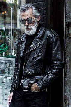 sexy old man look black leather sexy alter Mann schwarze Lederjacke aussehen sexy old man look black leather jacket - Leather Jacket Outfits, Men's Leather Jacket, Biker Leather, Leather Men, Vintage Leather, Custom Leather, Leather Jackets For Men, Soft Leather, Biker Style