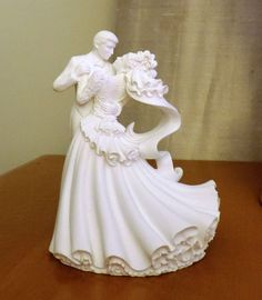Beautiful Wilton wedding cake topper! Never been used and includes the box.