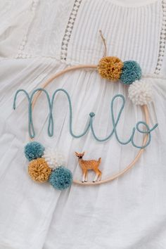Name circle with bobbles and baby animal Namenskreis mit Bom. Name circle with bobbles and baby animal Namenskreis mit Bommeln und Tierbaby Baby Animal Names, Baby Animals, Baby Names, Pom Pom Crafts, Ideias Diy, Baby Room Decor, Diy Gifts, Lana, Etsy