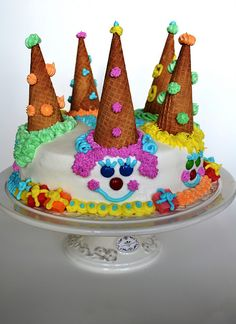 Clown Cake!!  I know someone who would *LOVE* this cake for their birthday party this year! :)
