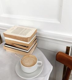Shared by cinderelamodernizada. Find images and videos about coffee and books on We Heart It - the app to get lost in what you love. White Feed, Espresso Shot, Book Aesthetic, Beige Aesthetic, Coffee And Books, Great Coffee, Coffee Break, Coffee Shop, Coffee Coffee