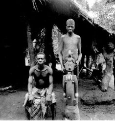 """Alusi The same shrine with its priest (seated) and it's osu (""""juju slave""""), Orsu, West Isuama Igbo African Tribes, African Art, Congo, Art Premier, Statue, Priest, Mythology, Religion, Around The Worlds"""