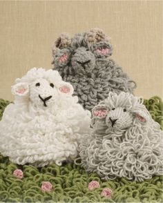DROPS Design - Crochet sheep with loop sts: Free patterns for Shaun the lamb, Dolly the ewe, and Big Billy the ram - Totally adorable! Beau Crochet, Crochet Mignon, Crochet Sheep, Crochet Amigurumi, Easter Crochet, Love Crochet, Crochet For Kids, Beautiful Crochet, Crochet Animals
