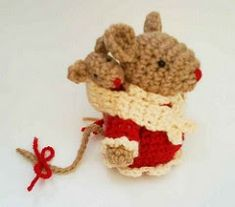 Mommy mouse and Baby mouse Amigurumi Crochet Pattern. Originally uploaded by Handmadekittypics I love this cute little mousey momma and b...