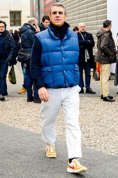 ちょっぴりオーバーサイズのダウンベストをチョイスしてシルエットに変化を加えたメンズ冬コーデ Man Down, Down Vest, Puffer Vest, Suit And Tie, Ready To Wear, Winter Jackets, Menswear, Street Style, Style Inspiration