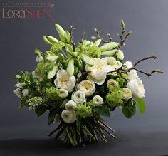 Fleurs blanches et branches - bouquet rond