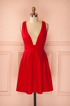 Sotiria Rouge ♥ La sobriété d'une tenue met toujours en valeur la clarté de votre esprit.   The bright clarity of your mind always outshines the restraint of an outfit.