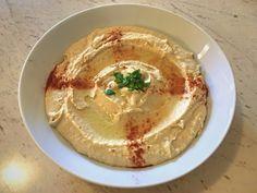 Reteta de Humus simpla cu naut din conserva   Gata in 10 min Tahini, Hummus, Mai, Ethnic Recipes, Food, Chow Chow, Gatos, Lebanon, Essen