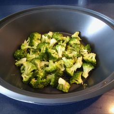 Tallarines con brócoli y salsa de soja