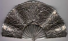 METAL CREATIVO: MOTIVOS A REPUJAR Y SOPORTES Metal Embossing, Foil Art, Hand Fan, Metal Art, Embroidery Patterns, Crafts, Fans, Ideas, Copper