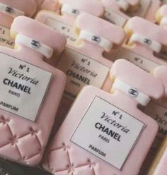#galletas con tema de perfume CHANEL