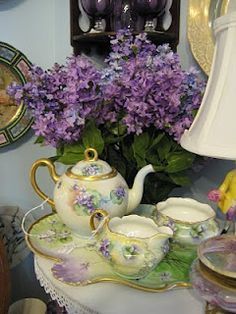Dianne Zweig - Kitsch 'n Stuff: Tea For Two At Past And Future Fine Antiques in Lenox, Massachusetts Vintage Dishes, Vintage Tea, Vintage Party, Vintage China, Tea Cup Saucer, Tea Cups, China Tea Sets, Cuppa Tea, Teapots And Cups
