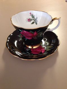 ROYAL ALBERT HALF SHELL TEA CUP AND SAUCER BLACK AND PINK ROSES TEACUP Elegant