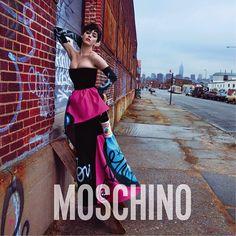 Der exzentrische Moschino-Stil gepaart mit Katy Perrys Sex-Appeal: Das ist die neue Kampagne des italienischen Luxuslabels.