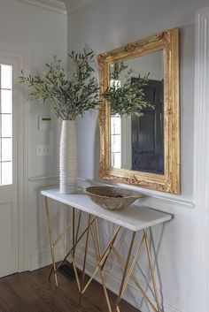 Console table foyer gold accent mirror Carrie McCall Design home accen Foyer Decor Ideas accen Accent Carrie console Design Foyer Gold Home McCall mirror Table Home Decor Bedroom, Entryway Decor, Living Room Decor, Foyer Table Decor, Budget Bedroom, Decor Interior Design, Interior Decorating, Apartments Decorating, Interior Colors