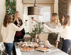 Do you like wine tasting and friends? Here are some tips for you to be everyone's favorite person and host the perfect wine tasting for Friendsgiving this year. Pretzel Cheese, Yes Way Rose, Wine Education, Pretty Green, Favorite Person, Clean Eating Snacks, Wine Tasting, Appetizers, Friends
