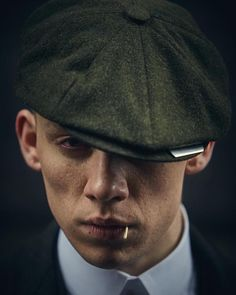 John Shelby🔫 shared by Katharine on We Heart It Peaky Blinders Saison, Peaky Blinders Poster, Peaky Blinders Wallpaper, Peaky Blinders Series, Peaky Blinders Quotes, John Shelby Peaky Blinders, Peaky Blinders Thomas, Cillian Murphy Peaky Blinders, Joe Cole