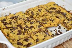 A low carb keto soft baked chocolate chip bars. A delicious, easy, healthy treat to enjoy on your low carb keto diet. Soft Baked Cookies, Keto Cookies, Biscotti Cookies, Chocolate Chip Cookie Bars, Oatmeal Chocolate Chip Cookies, Low Carb Protein Bars, High Protein, Keto Friendly Chocolate, Keto Fudge