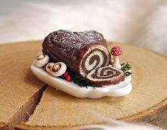 :: Crafty :: Clay ::☃ Christmas ☃:: A teeny tiny yule log cake from Vesper Miniatures!