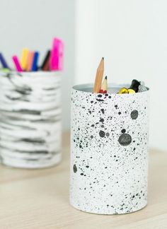 DIY pencil holder made from tins – simple and cheap upcycling idea - Crafts Diy Printable Board Games, Printable Activities For Kids, Free Printable Calendar, Easy Crafts, Diy And Crafts, Pot A Crayon, Homemade Home Decor, Pencil Holder, Diy Desk