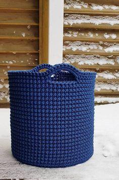 Free Crochet Basket Pattern: Large Handles Storage Basket Models 35 New Idea 2019 – Page 2 of 35 – eeasyknitting. com – Jaunny Luta - Crochet Crochet Home, Crochet Gifts, Crochet Baby, Free Crochet, Knit Crochet, Crochet Basket Pattern, Knit Basket, Crochet Patterns, Crochet Baskets
