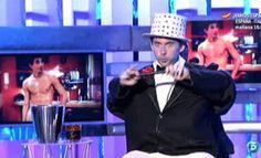 Jorge Blass convierte a Paco León en mago 30-06-12 http://www.telecinco.es/quetiempotanfeliz/Jorge-Blass-convierte-Paco-Leon_3_1642065845.html