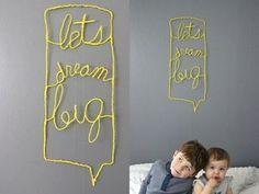 斬新でナイスアイディア!壁のグレーに映えるよう黄色い明るい糸を組み合わせており、とっても素敵です♪