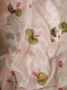 Lotus Painting, Block Painting, Silk Painting, Fabric Painting On Clothes, Painted Clothes, Silk Cotton Sarees, Organza Saree, Flower Background Wallpaper, Flower Backgrounds
