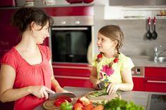 Vaříte rádi? Je-li vaše odpověď ano, určitě se vám bude hodit pár triků do kuchyně. Spousta lidí totiž nemá ráda například loupání uvařených brambor nebo je rozčilují špatně odstranitelné připáleniny na spotřebičích.?