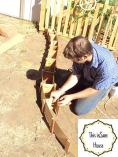 This inSane House: DIY Concrete Edger or Retaining Curb: Do It Yourself Lawn Care Tips Concrete Edger, Concrete Curbing, Concrete Garden, Diy Concrete, Concrete Bags, Concrete Projects, Backyard Projects, Outdoor Projects, Garden Projects