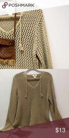 Open Weave Sweater  ~ Tan ⚪️Preloved Good Used Condition ⚪️No holes 🤔 Lol ~ No Stains.  ⚪️Great bundle item! Old Navy Sweaters