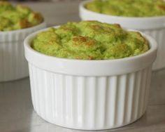 Preparación: 20 min Cocción: 30 min Tiempo total: 50 min Como hacer Soufflé de Brócoli al estilo Método Grez. A continuación te contamos como hacer un rico Soufflé de Brócoli al estilo Método Grez. Ingredientes 6 huevos 1 brócoli 1 pimentón verde y rojo 1 cebollín 1 taza de crema Queso rallado Preparación 1.- Lavar …
