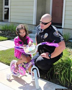 California Police Officer Michael Kohr Replaces Little Girl's Stolen Bike, Story Goes Viral On Facebook