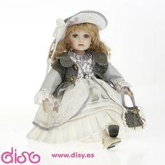 #muñecasdecolección #muñecasdeporcelana Muñecas de colección - Muñeca de porcelana sentada Victoria 50cm - 205534 www.disy.es