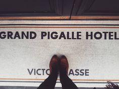 Wes Anderson would be proud. #lecarrelagedepaule #ihavethisthingwithfloors #tileaddiction #paris #parisjetaime #seemyparis #pigalle #grandpigallehotel #wesanderson #explore #vsco #vscocam by paule_henriette