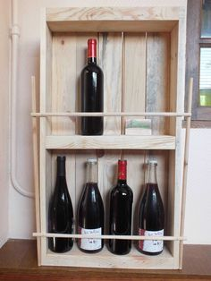 Beautiful Pallet Rack For Wine Bottles / Etagère à Bouteilles En Palette Recyclée  #kitchen #palletwinerack #recycledpalletshelves #recyclingwoodpallets I made this shelf with a pallet that I sanded. I completed the background with pieces of falling floor. I then added two more wide range of another pa...