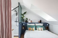 Tiny attic bedroom with shower area and modern Scandinavian style [From: Marn Deco] Small White Bedrooms, Small Modern Bedroom, Very Small Bedroom, Attic Master Bedroom, Attic Bedroom Designs, Bedroom Styles, Contemporary Bedroom, Bedroom Colors, Bedroom Wall