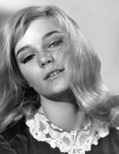 Yvette Mimieux is an American beauty. Classic Actresses, Female Actresses, Beautiful Actresses, Sherry Jackson, Hollywood Actor, Golden Age Of Hollywood, Old Hollywood, Classic Hollywood, Yvonne Craig