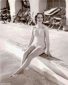 Picture of Olivia de Havilland Classic Hollywood, Old Hollywood, Olivia De Havilland, Bathing Beauties, Famous Women, Vintage Girls, Feature Film, Nice Tops, American Actress