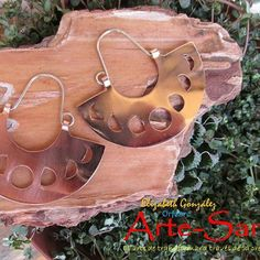 View this media for hashtag Copper Wire Jewelry, Clay Art, Metal Art, Handmade Jewelry, Jewelry Design, Jewels, Christmas Ornaments, Earrings, Inspiration