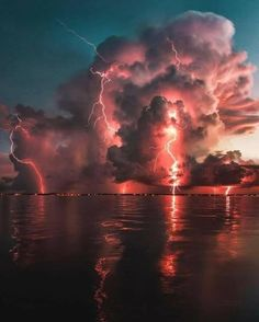 Sky art ~ Florida US State Credit to : @Hoovisyo Beautiful Nature Wallpaper, Beautiful Landscapes, Aesthetic Backgrounds, Aesthetic Wallpapers, Image Ciel, Ciel Art, Landscape Photography, Nature Photography, Photography Tips