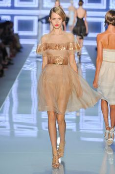 Christian Dior at Paris Fashion Week Spring 2012 - Runway Photos Mega Fashion, Fashion Moda, Fashion Week, Fashion Trends, Women's Fashion, Style Couture, Couture Fashion, Runway Fashion, Paris Fashion