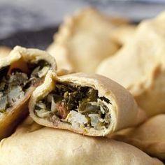 cocarrois (empanadilla mallorquina) con espinacas Savory Tart, Mexican Food Recipes, Ethnic Recipes, Spanish Food, Omelette, Churros, Flan, Cheesesteak, Hot Dog Buns