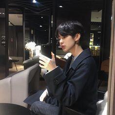 Image may contain: 1 person Korean Boys Hot, Korean Boys Ulzzang, Ulzzang Couple, Ulzzang Boy, Korean Men, Asian Boys, Asian Men, Korean Girl, Korean Boy Hairstyle