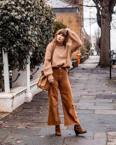 Outfit otoño mujer ▷ 30 Fashion Outfits for this Fall 2019 - The New TREND - teddy coat - Are you looking for ideas to wear in this # fall? Street Style Outfits, Casual Fall Outfits, Fall Winter Outfits, Autumn Winter Fashion, Cute Outfits, Fashion Outfits, Fall Hippie Fashion, Autumn Outfits Women, Fashion Boots