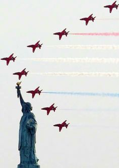 The amazing Red Arrows fly past The Statue of Liberty, New York. it cannot get any more exquisite than this shot. Raf Red Arrows, A New York Minute, V Max, Amazing Red, Awesome, Blue Angels, Royal Air Force, Air Show, God Bless America