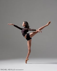 The Royal Ballet: Woolf Works stunning photos Dance Photography Poses, Dance Poses, Ballet Pictures, Dance Pictures, Human Poses Reference, Dance Movement, Body Poses, Action Poses, Ballet Dancers